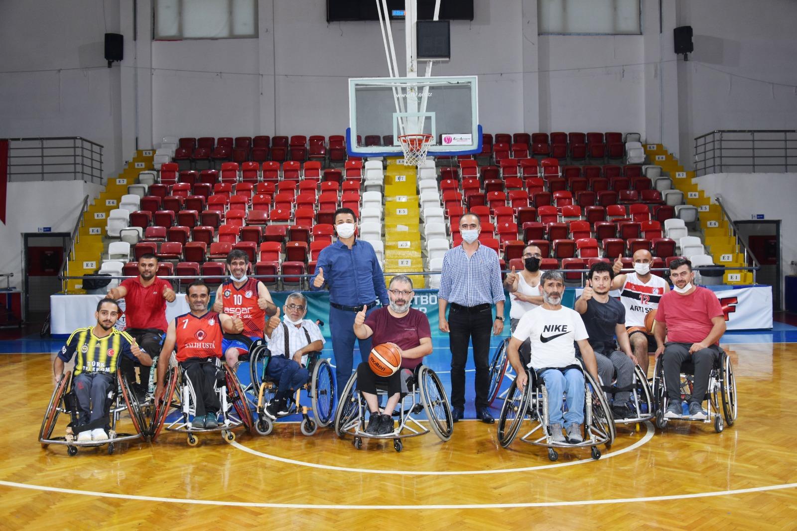 Demir'den Engelliler Basketbol Takımına destek