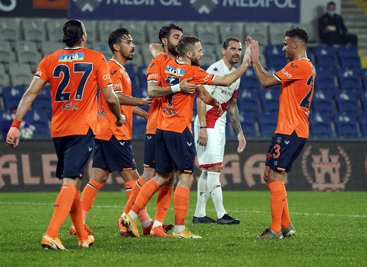 Başakşehir, Antalya'ya patladı: 5-1