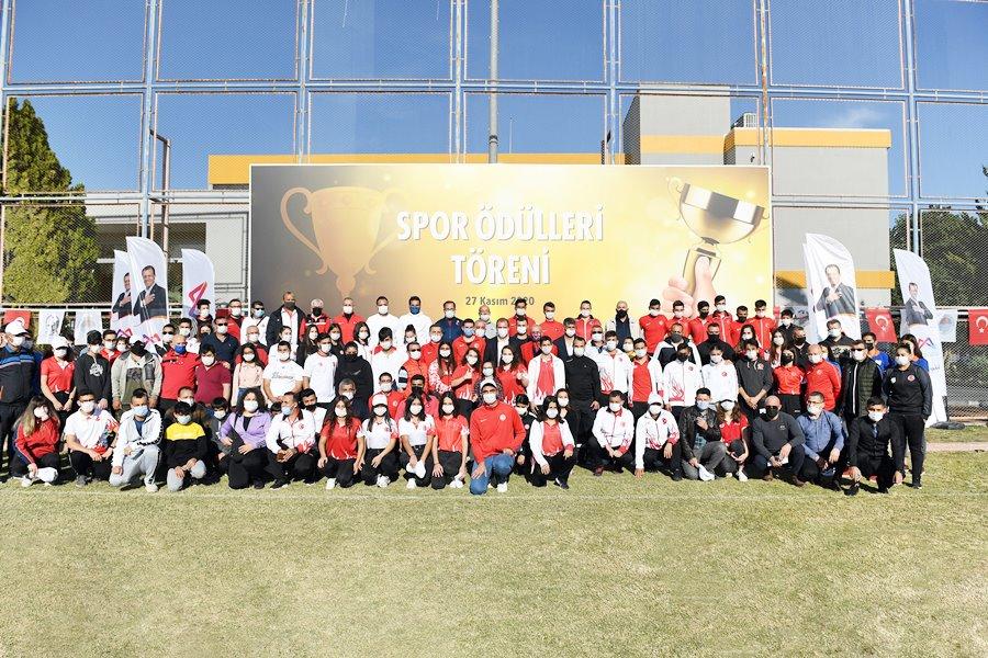 Büyükşehir'den başarılı sporculara ödül