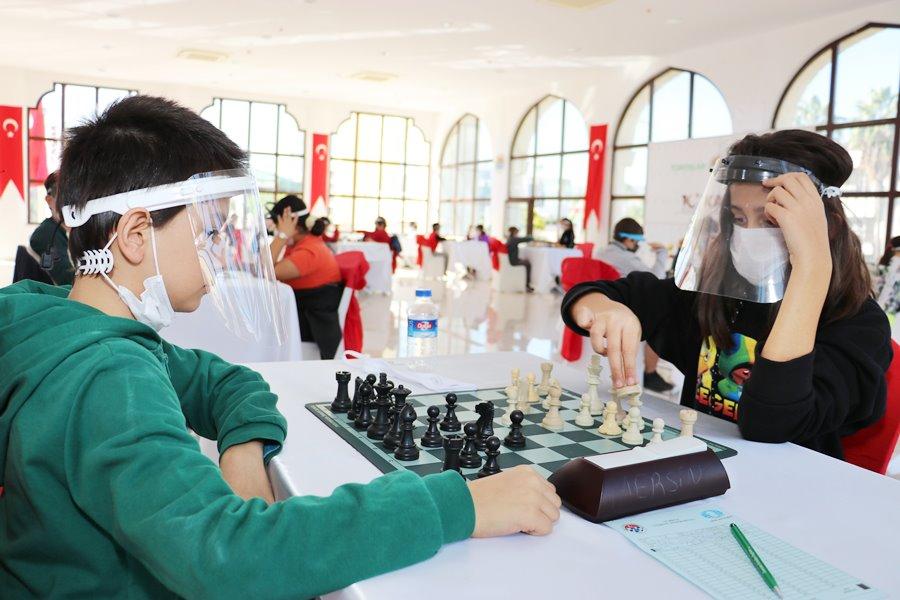 Toroslar Belediyesi'nin Satranç Turnuvası sona erdi