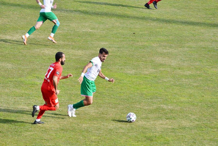 Mersinli genç futbolcu takımını sırtlıyor