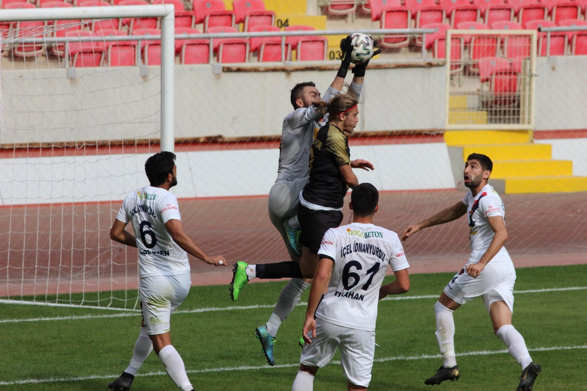 İçel'i eski golcüsü yıktı: 2-2